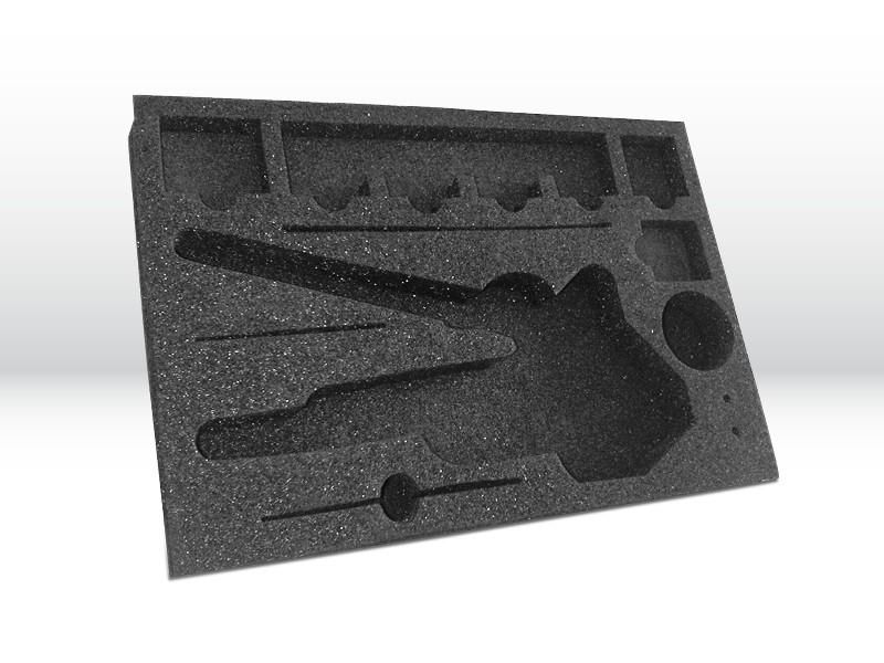 Schaumstoffverpackung aus PE-Schaum mit produktbezogener Form für Werkzeuge produziert von Tillmann Verpackungen Schmalkalden GmbH