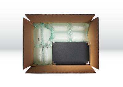 Kartonage mit großen Luftpolsterkissen der Tillmann Verpackungen Schmalkalden GmbH zum Fixieren der zu transportierenden Waren