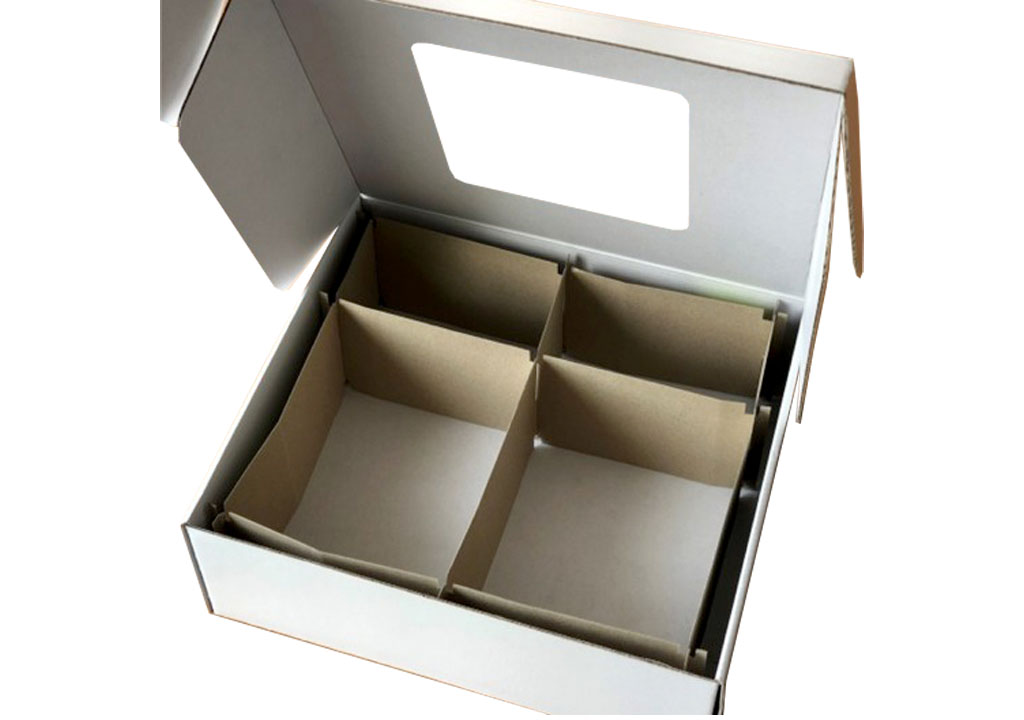 Innenseite einer Verkaufsverpackung für Mund-Nasen-Bedeckungen der Firma Fenotec, eine spezielle Verpackungslösung der Tillmann Verpackungen Schmalkalden GmbH