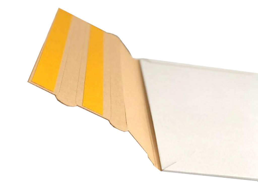Eine geöffnete Versandtasche zum mehrmaligen Transport, eine spezielle Verpackungslösung der Tillmann Verpackungen Schmalkalden GmbH
