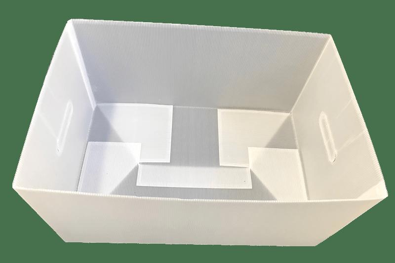 Ein gefalteter Kunststoffkarton von Tillmann Verpackungen als Mehrwegverpackung