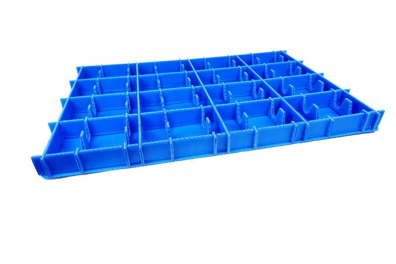 Ein blaues Kunststoff Gefache dient als Mehrwegverpackung - Tillmann Verpackungen Schmalkalden GmbH